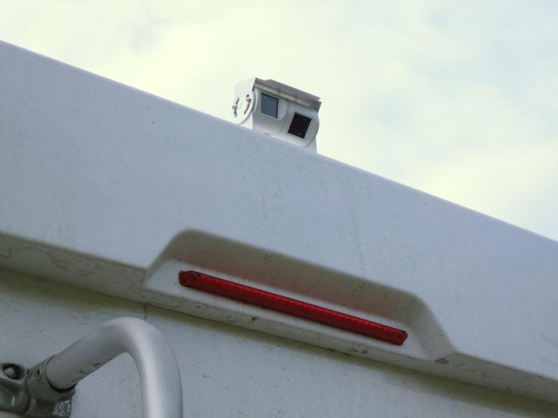 Caméra double objectif et écran plafonnier P1000216