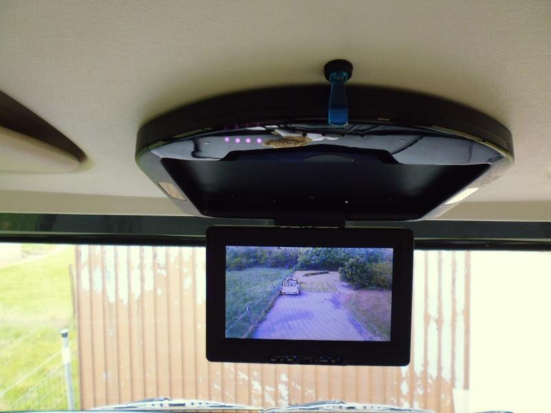 Caméra double objectif et écran plafonnier P1000219