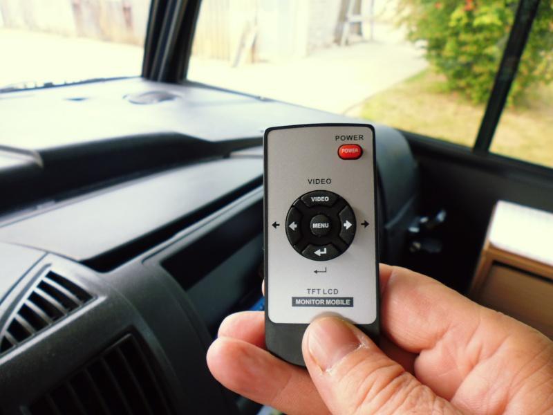 Caméra double objectif et écran plafonnier P1000220
