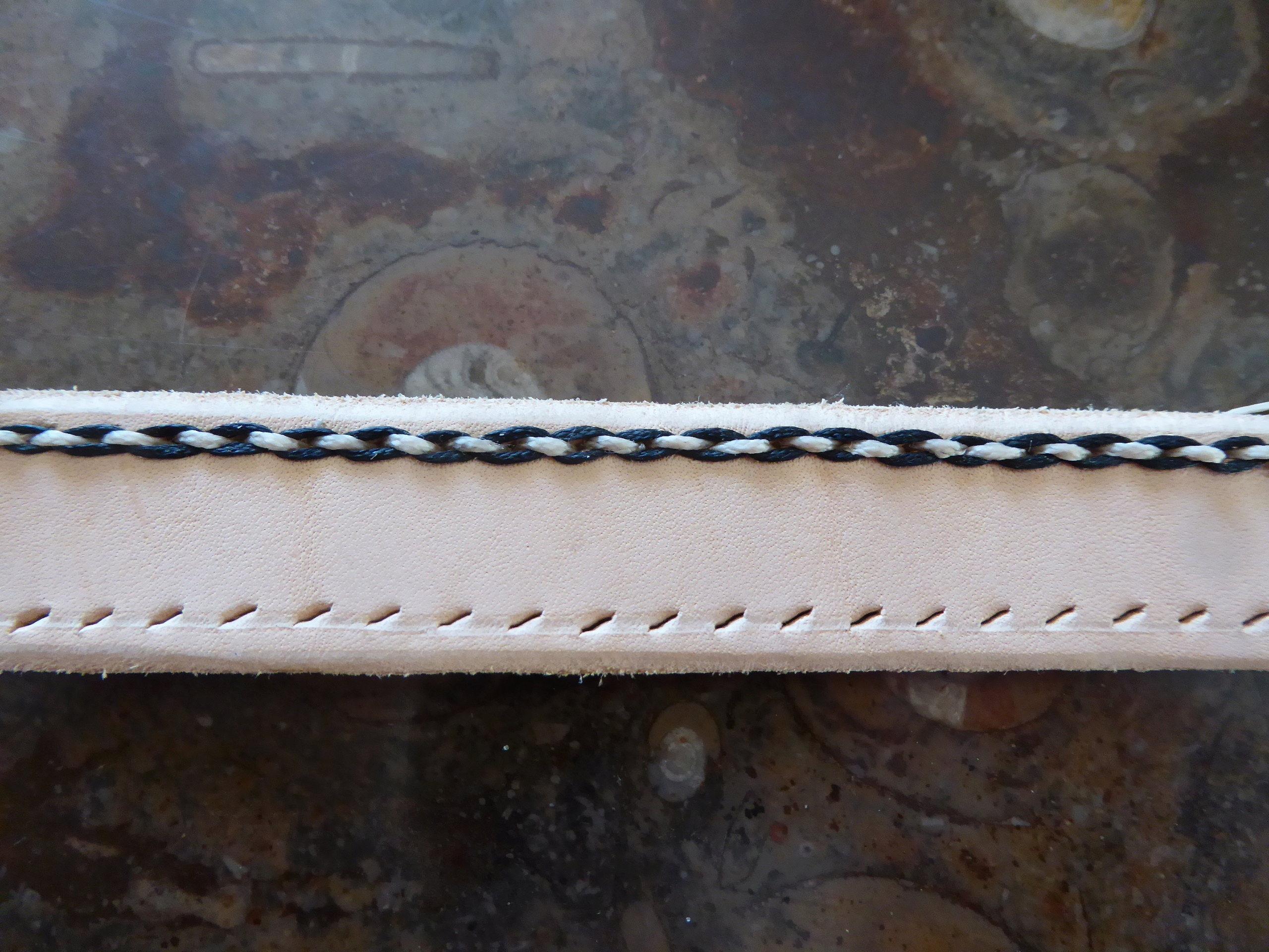 Etui pour couteau pliant en cuir moulé P1010819