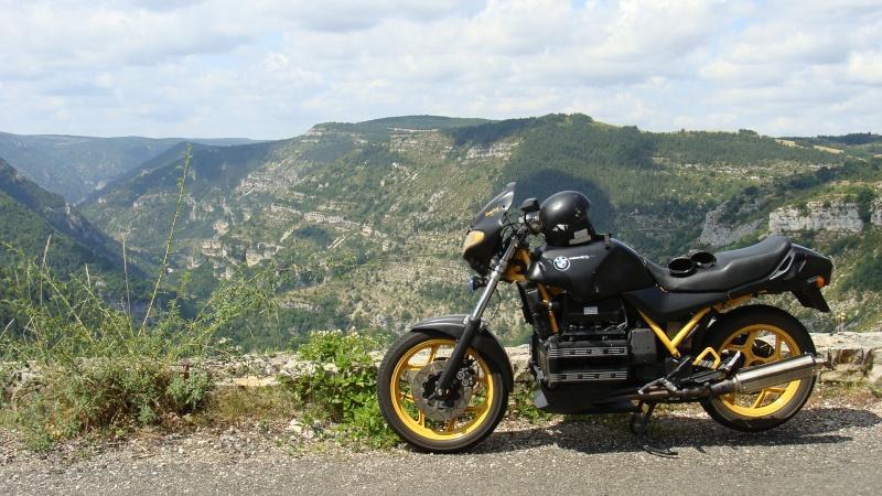 Photos de vous et de votre moto devant ....un château  Dsc01410