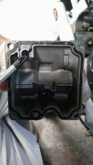 Fuite d'essence niveau carburteur Dsc_0410