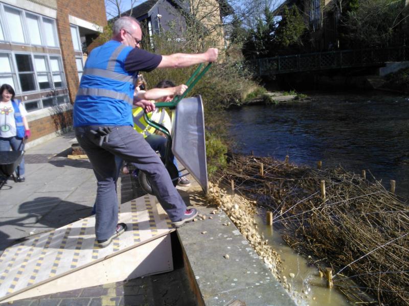Hogsmill River Habitat Works/Wandle Trust- Volunteers Wp_00023