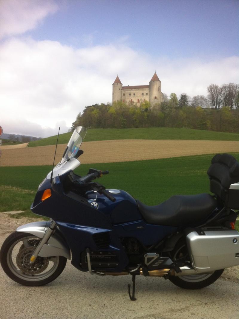 Photos de vous et de votre moto devant ....un château  - Page 5 Img_2010