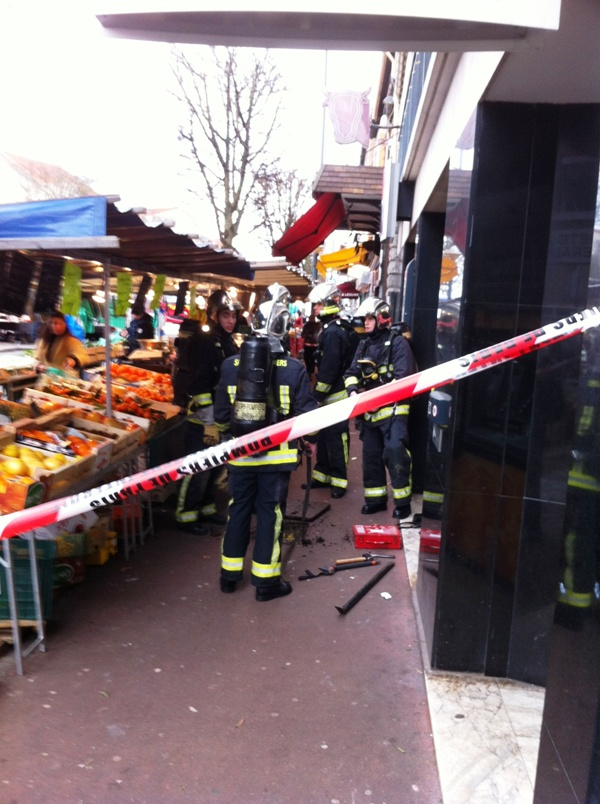 Marché Verdun évacué par les pompiers Pompie11