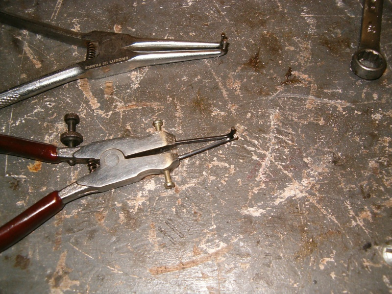 Astuce pince à circlips Hpim2810