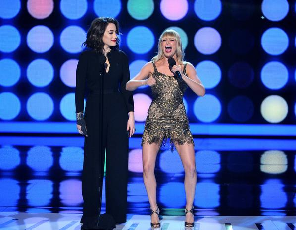 People's Choice Awards - Page 5 2girls10