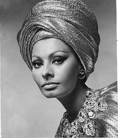 Sophia Loren is 75! - Page 5 X_305910