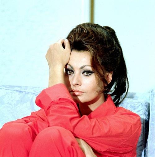 Sophia Loren is 75! - Page 4 X_30ca10