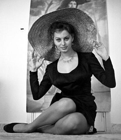 Sophia Loren is 75! - Page 4 X_42e310