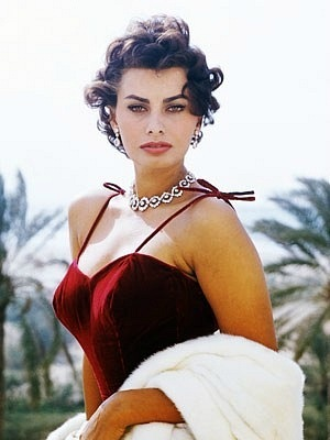Sophia Loren is 75! - Page 4 X_6b4210