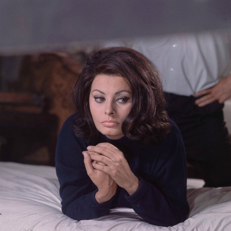 Sophia Loren is 75! - Page 5 Y_0e6f10