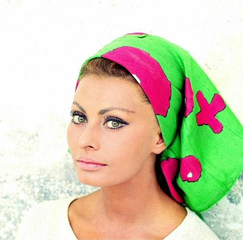 Sophia Loren is 75! - Page 4 Y_265110