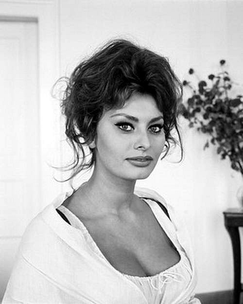 Sophia Loren is 75! - Page 5 Y_2d2510