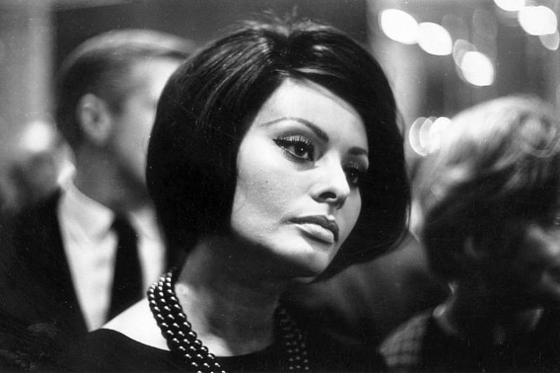 Sophia Loren is 75! - Page 5 Y_5ddc10