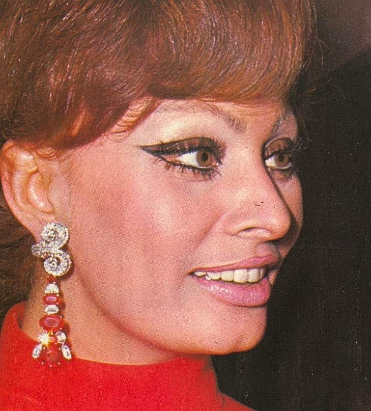 Sophia Loren is 75! - Page 5 Y_92bd10