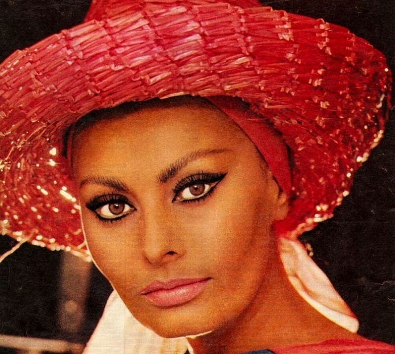 Sophia Loren is 75! - Page 5 Y_b12210