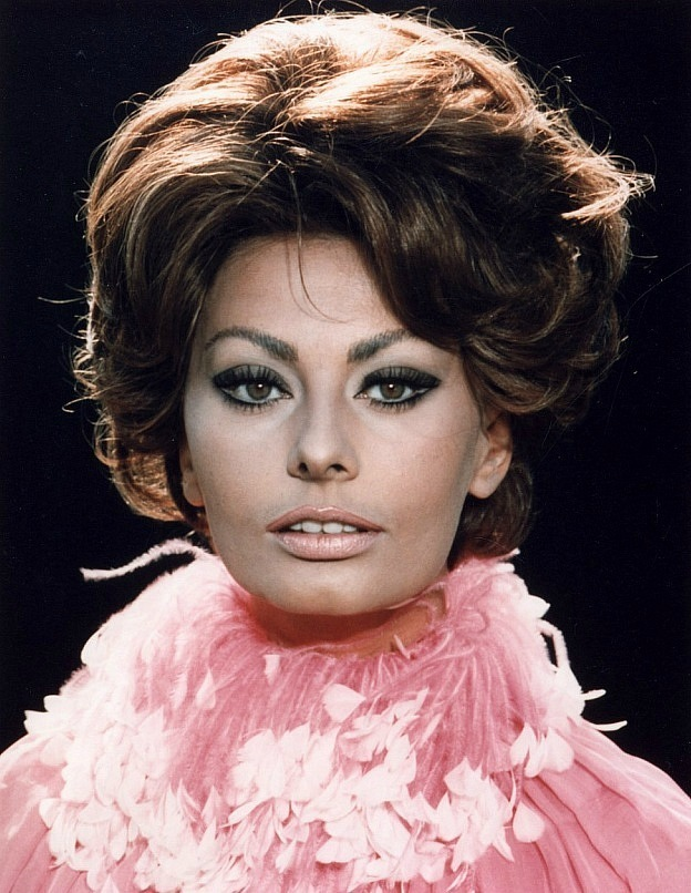 Sophia Loren is 75! - Page 5 Y_d2db10