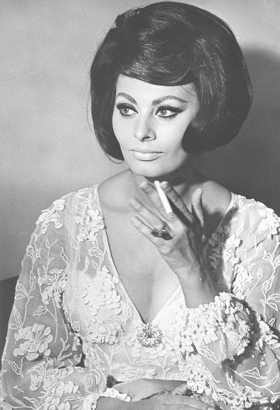 Sophia Loren is 75! - Page 5 Y_d8d910