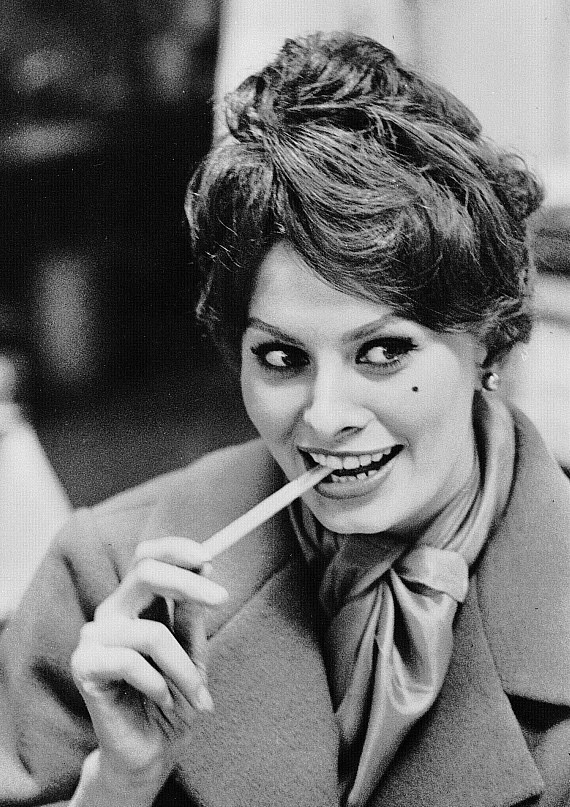 Sophia Loren is 75! - Page 5 Y_ead710