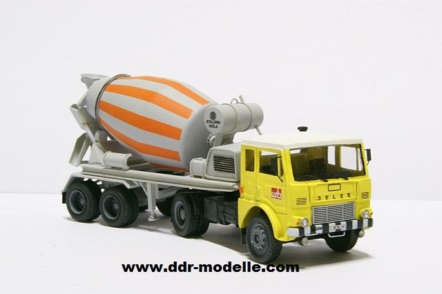 Jelcz 317 mit Mischauflieger Zremb NB-181 Dsc00919