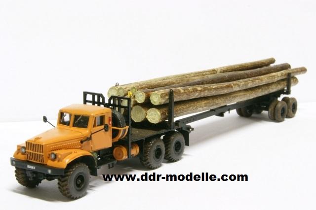 Kraz 255 als Rohrtransprter und als Holztransporter Dsc01214