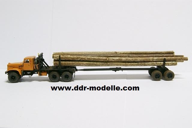 Kraz 255 als Rohrtransprter und als Holztransporter Dsc01215