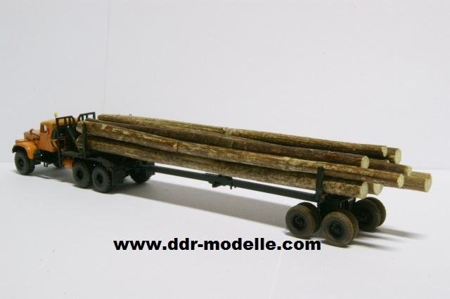 Kraz 255 als Rohrtransprter und als Holztransporter Dsc01216