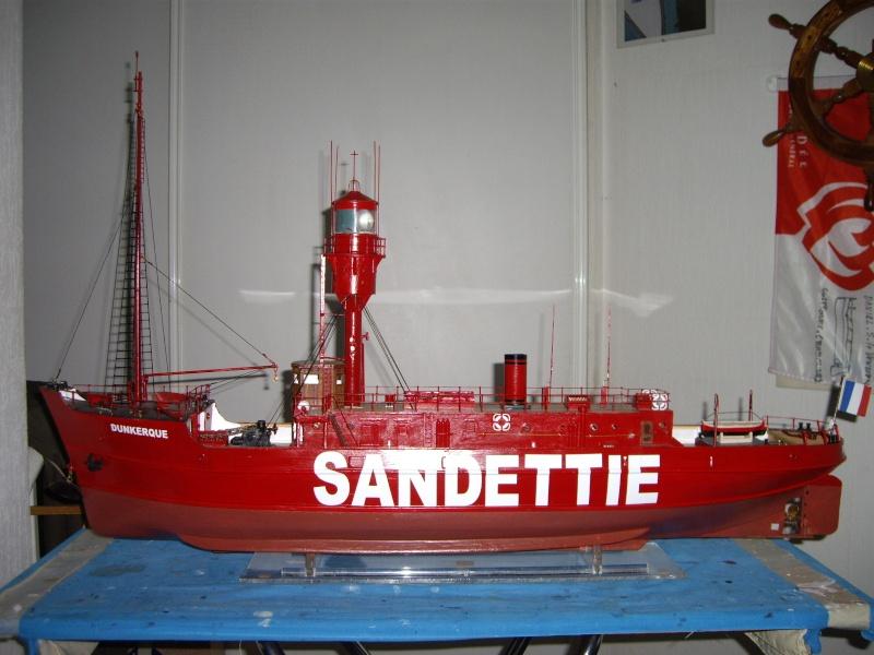 """CONSTRUCTION du BATEAU FEU  """"SANDETTIE"""" - Page 18 Fini_010"""