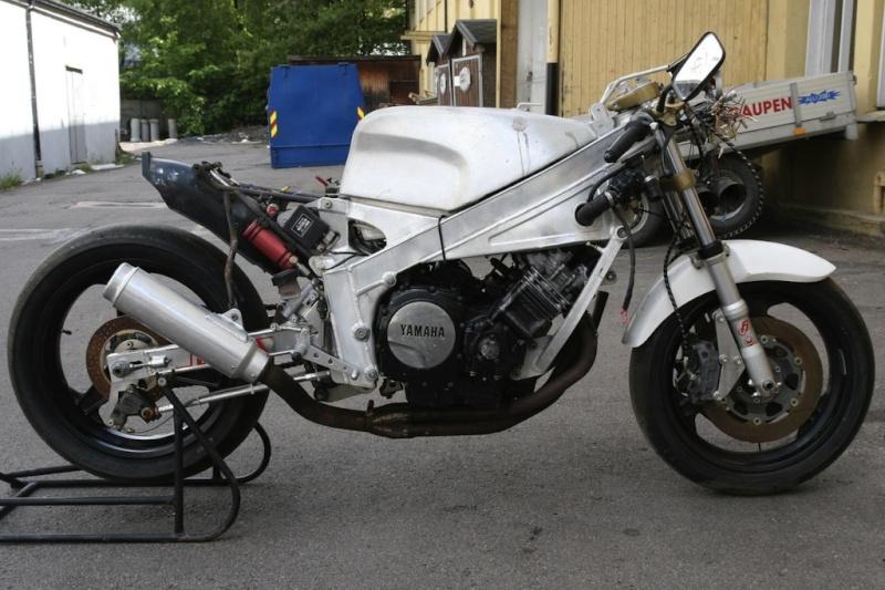 Yamaha FZ 750 - Page 2 Harris10
