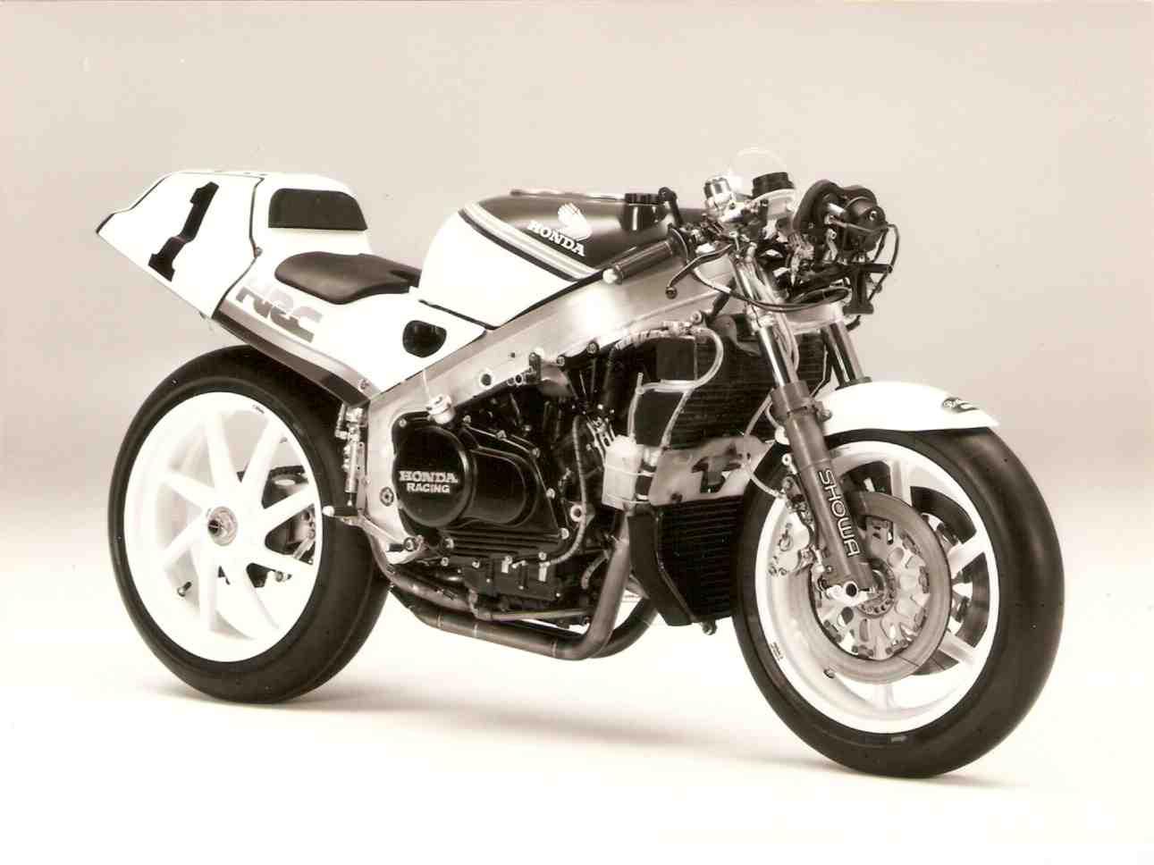 Honda RC 30 - Page 5 Rvf75013