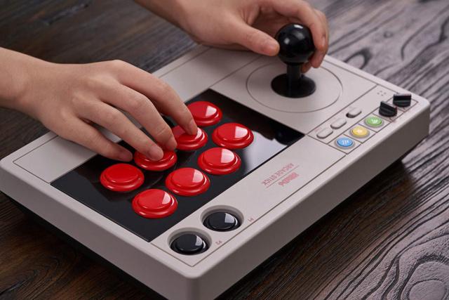 Les Similitudes entre le Gaming sur Arcade et le Scratching (Djing) 8bitdo10