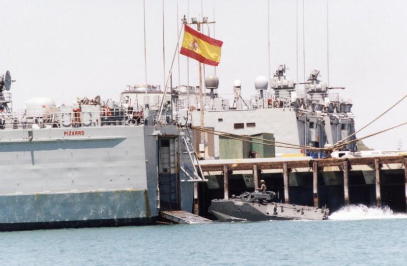 LANDING SHIP TANK (LST) CLASSE NEWPORT  - Page 2 Aav-7_11