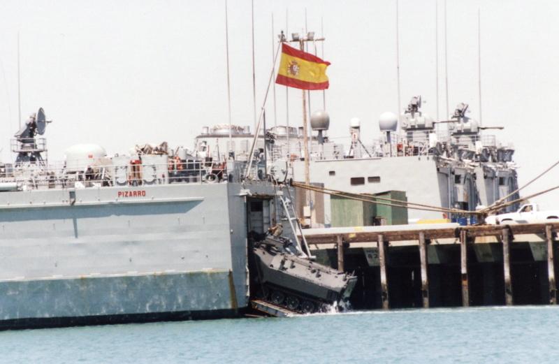 LANDING SHIP TANK (LST) CLASSE NEWPORT  - Page 2 Aav-7_12