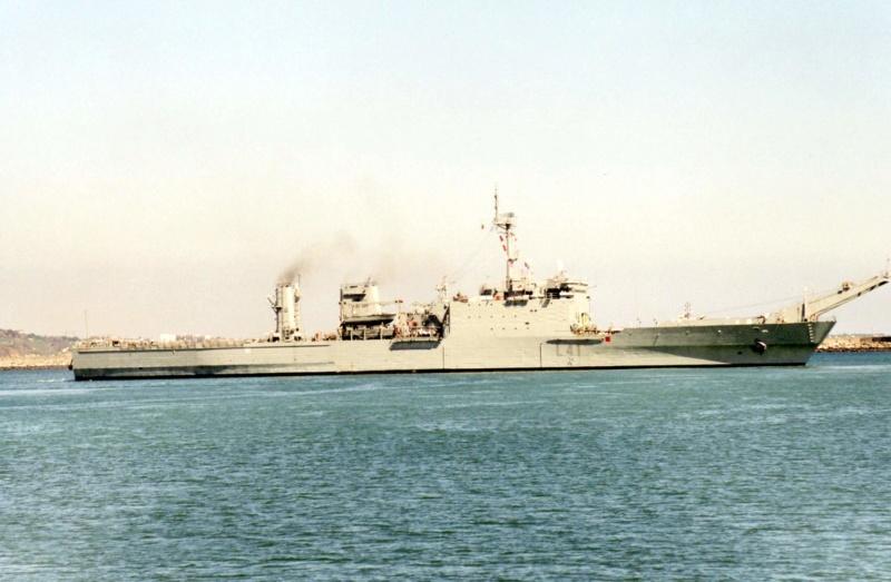 LANDING SHIP TANK (LST) CLASSE NEWPORT  - Page 2 Esp_h_17