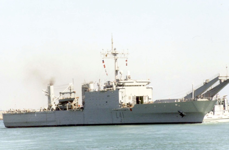LANDING SHIP TANK (LST) CLASSE NEWPORT  - Page 2 Esp_h_19