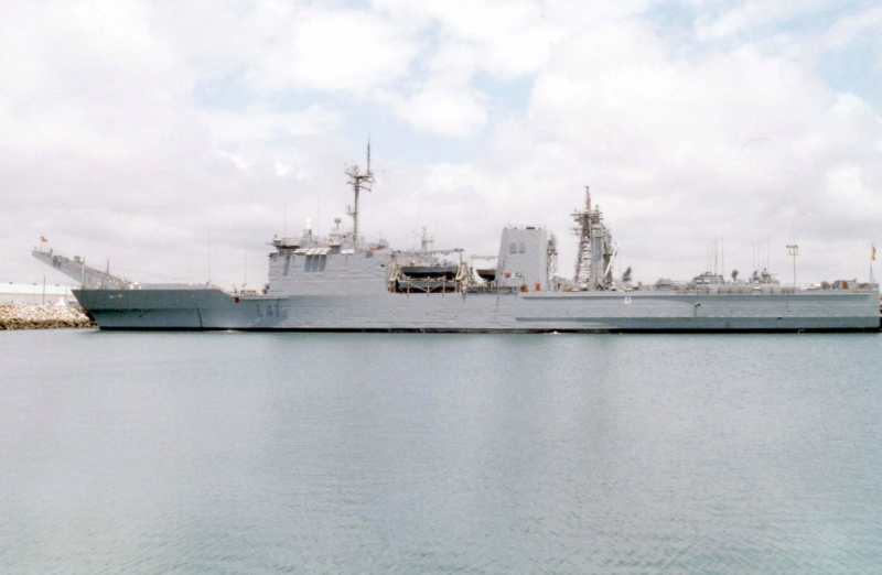 LANDING SHIP TANK (LST) CLASSE NEWPORT  - Page 2 Esp_h_20