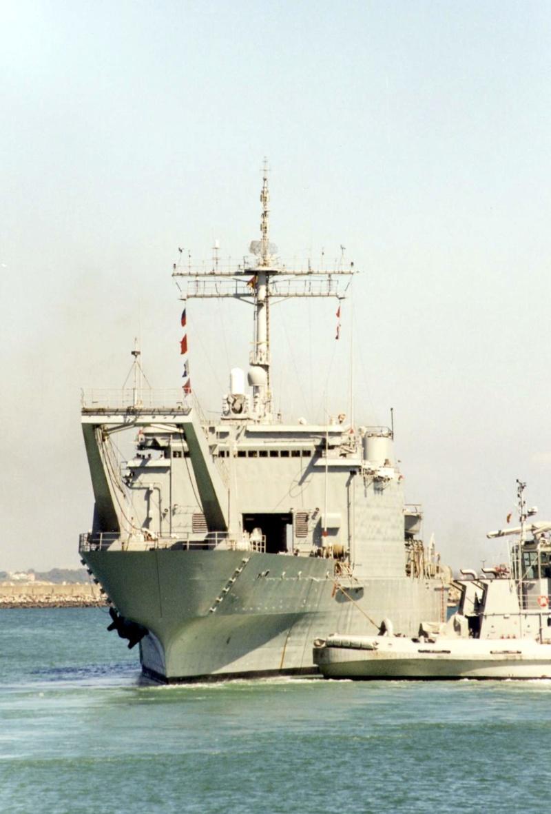LANDING SHIP TANK (LST) CLASSE NEWPORT  - Page 2 Esp_h_21