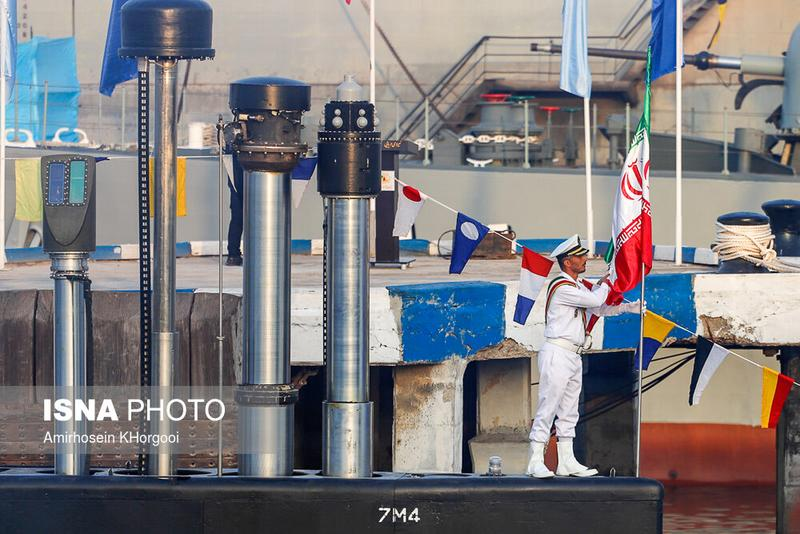 Sous-marin nain iranien F4zxzo10