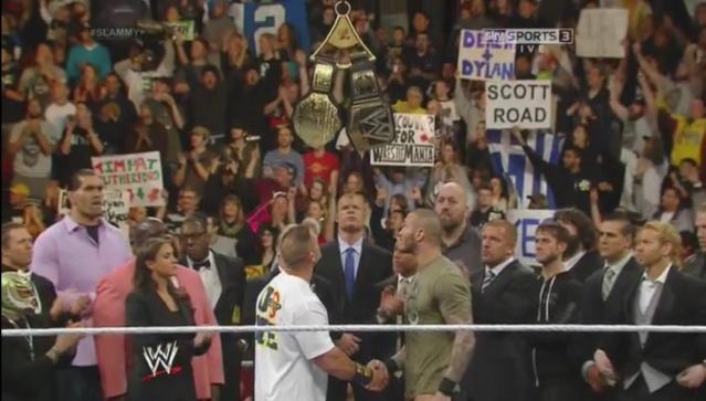 [Divers] Le chaos dans le vestiaire après Raw. Sans_t11
