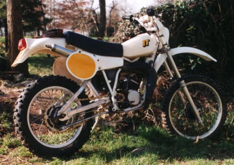 Quelle est cette moto ? 10112210