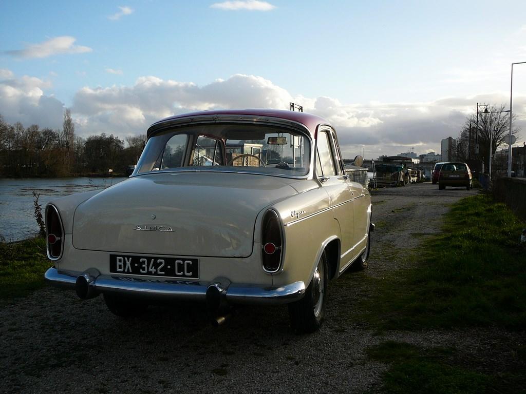 Simca P60 de 1961 - Page 3 P1080026