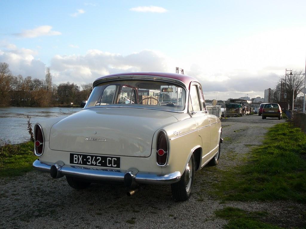 Simca P60 de 1961 - Page 3 P1080027