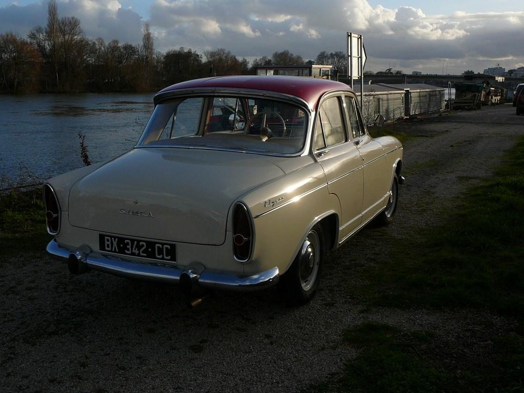 Simca P60 de 1961 - Page 3 P1080028