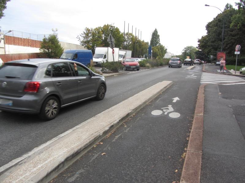 Aménagements cyclables et automobile à Fontenay Pistes10