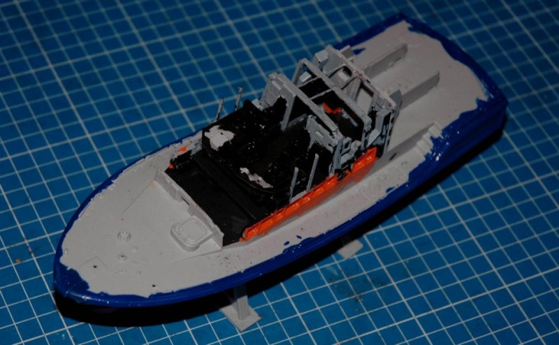 RNLI Severn Class Lifeboat 1/72 Airfix K800_s14