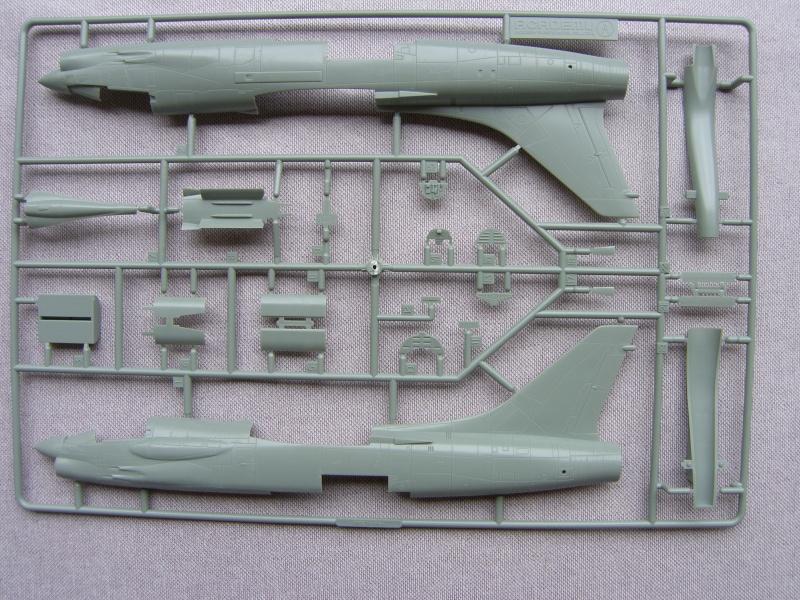 Academy - 1/72 - F8E Crusader Sh103421