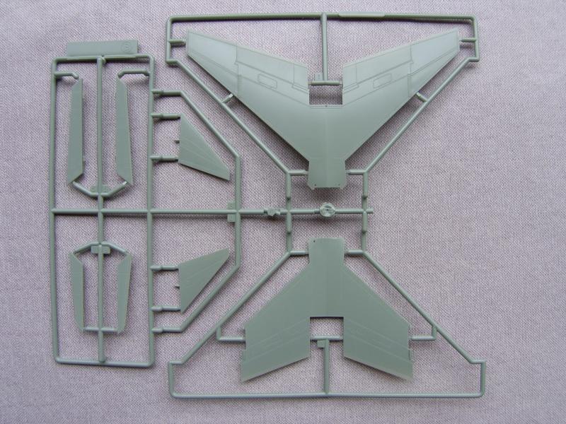 Academy - 1/72 - F8E Crusader Sh103422