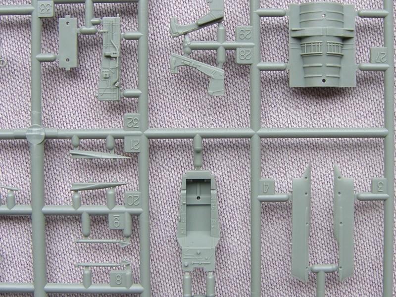 Academy - 1/72 - F8E Crusader Sh103424