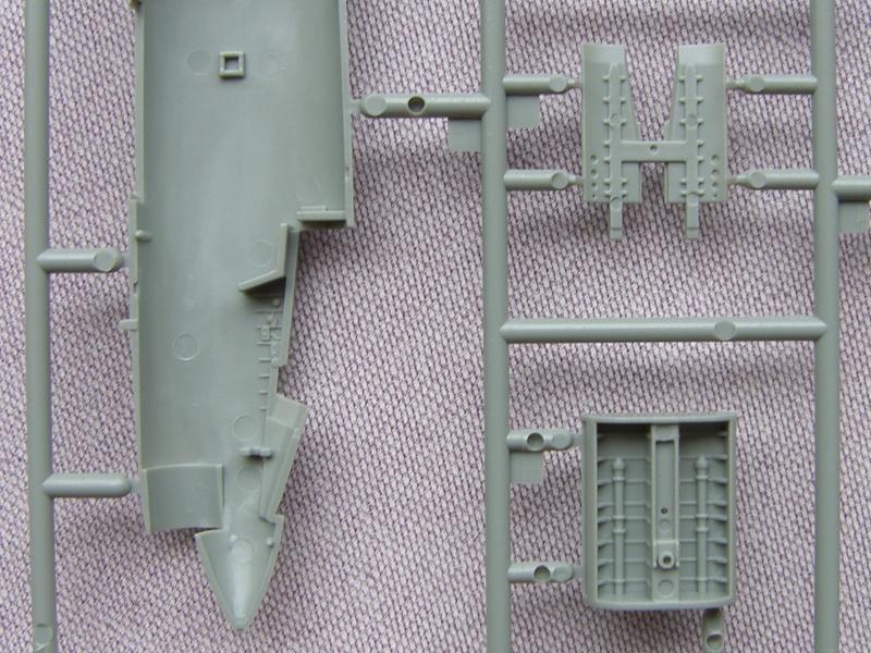 Academy - 1/72 - F8E Crusader Sh103426